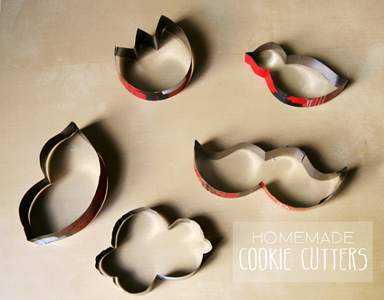 https://mylovelyfrench.wordpress.com/2012/09/16/diy-homemade-cookie-cutters/